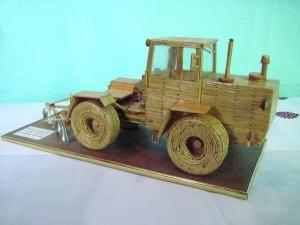 Богдан Сенчуков зробив трактор із сірників