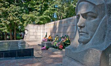 6 січня 1944 року радянськi вiйська 1-го Українського фронту визволили Жашкiв