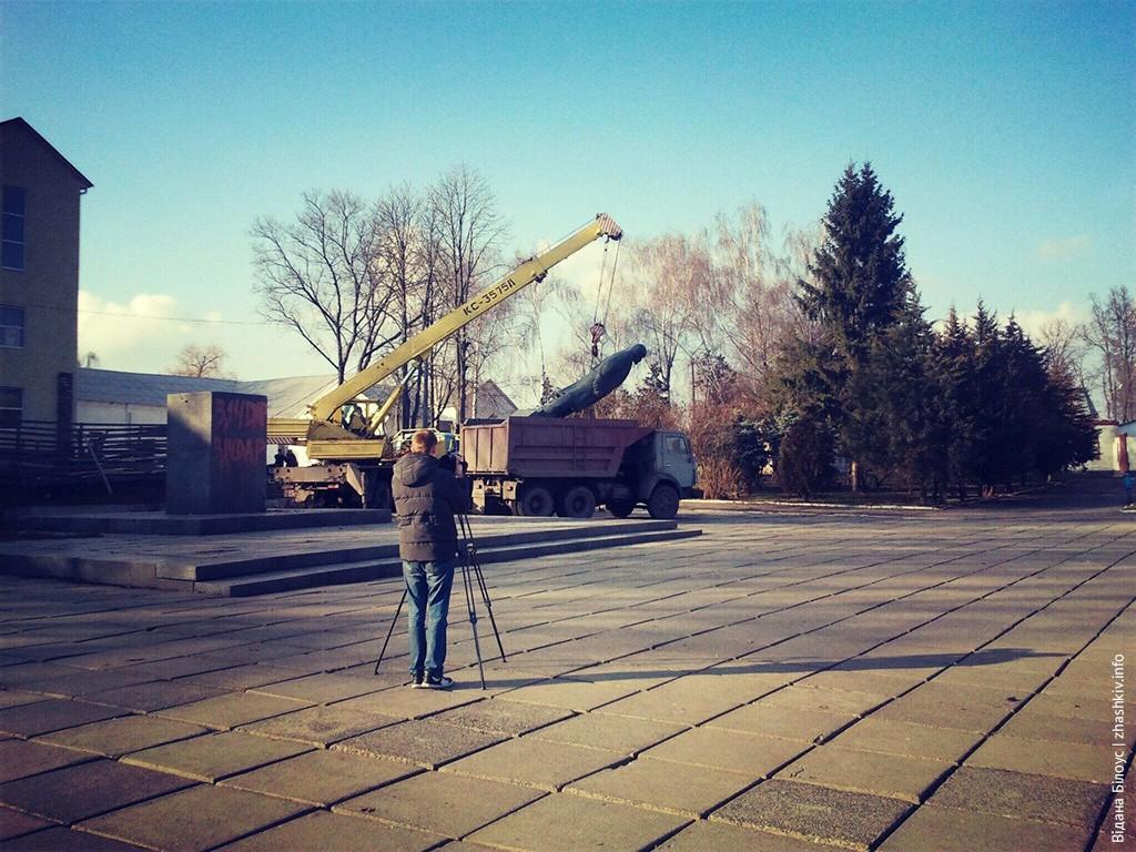 У Жашкові зняли пам'ятник Леніну