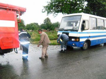 Внаслідок ускладнення погодних умов рейсовий автобус мало не опинився у кюветі