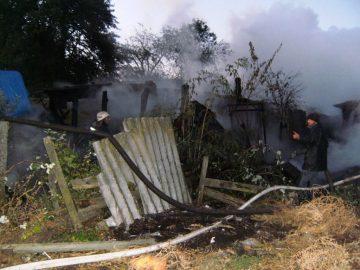 Рятувальники ліквідували пожежу в надвірній споруді