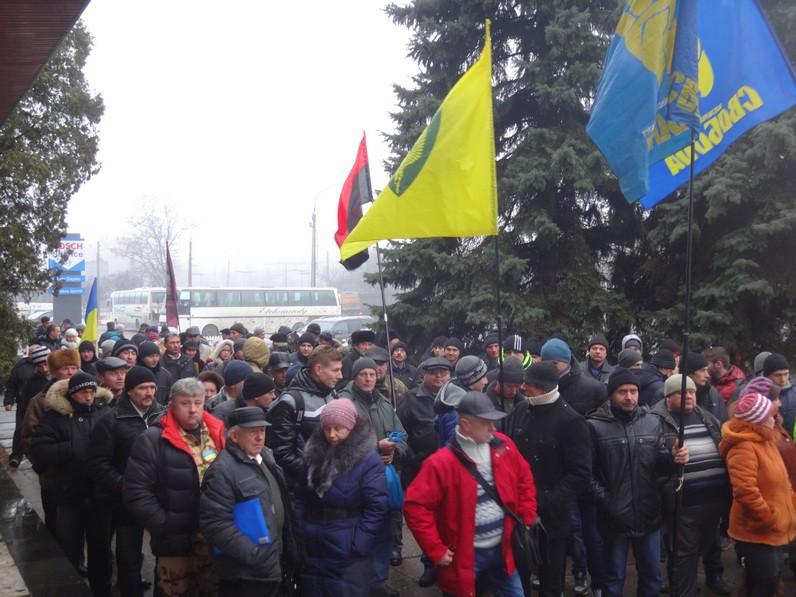Жашківчани в Черкасах взяли в облогу управління земельних ресурсів