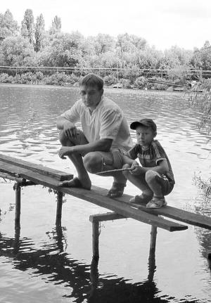 Ярослав Білик із сином Іллею на ставку цукрового заводу в місті Жашків