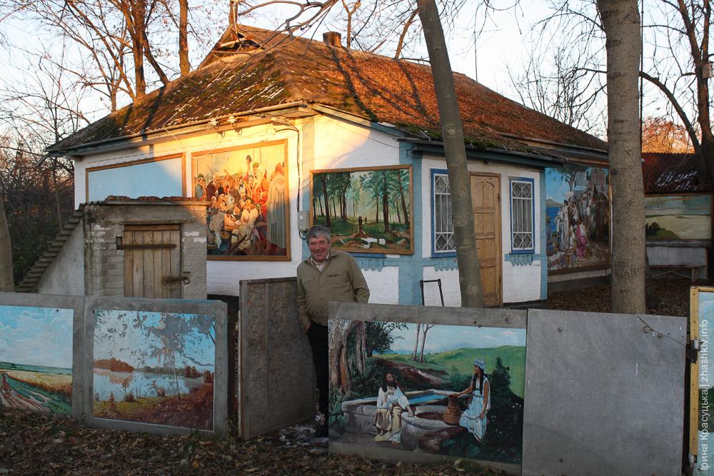 Жашківчанин прикрасив картинами все своє подвір'я