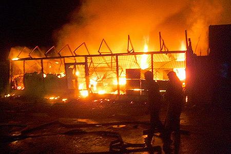 У Жашкові на ринку згорів торгівельний павільйон